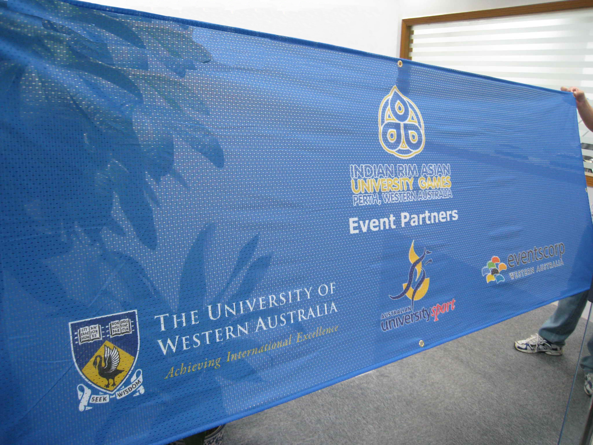 Austbanners Mesh Banners